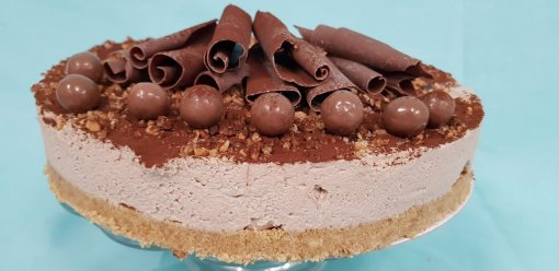 Nutella & Maltesers Cheesecake